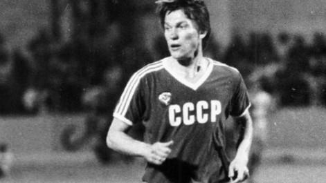 Oleg Blokhin vistiendo la camiseta de la Unión Soviética. FOTO: Kaisermagazine.com