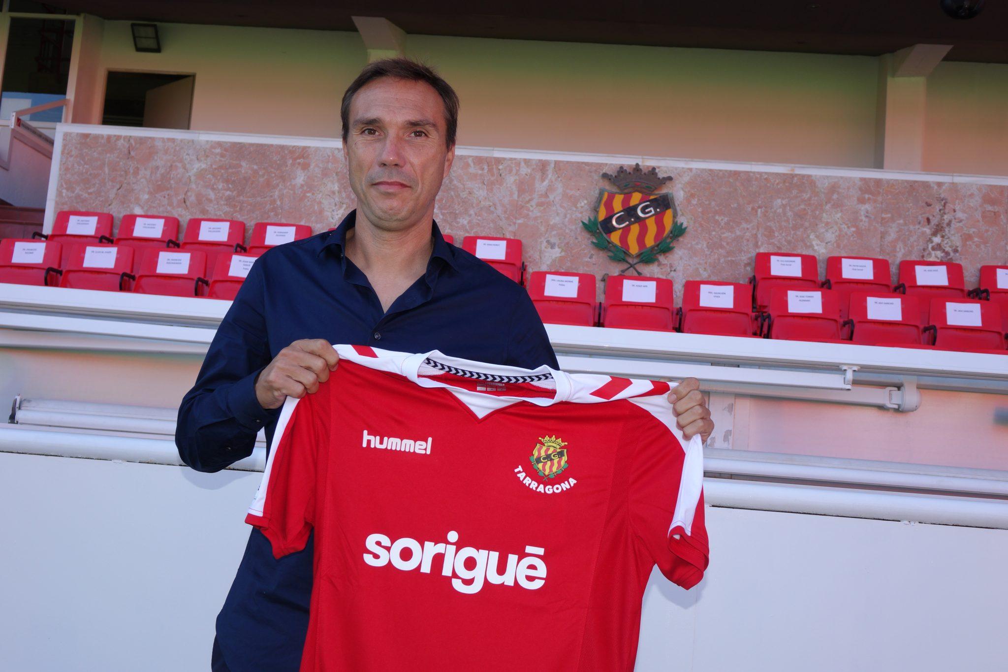 Rodri, técnico del Nàstic, este lunes, durante la rubrica de su contrato | Foto: Laia Solanellas - Esportsdelcamp.
