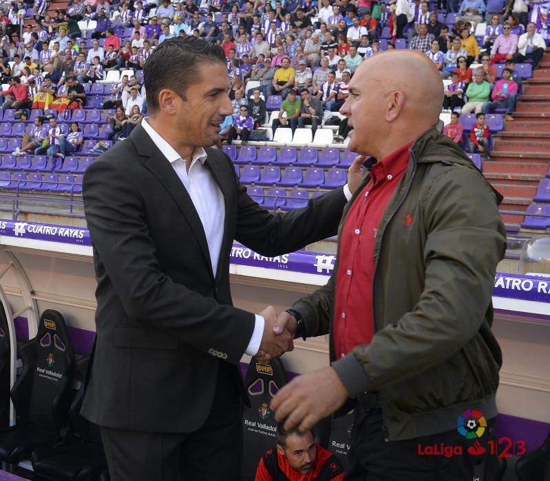Luis César, junto a Julio Vélazquez, entrenador del Alcorcón. | Foto: LaLiga.
