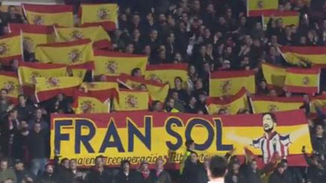 El 'tifo' de los aficionados del Willem II deseando una pronta recuperación a Fran Sol | Foto: Reuters.