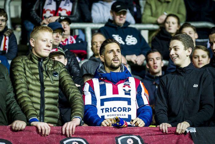 Fran Sol, durante el partido ante el AZ Almark, junto a los aficionados del Willem II | Foto: Willem II