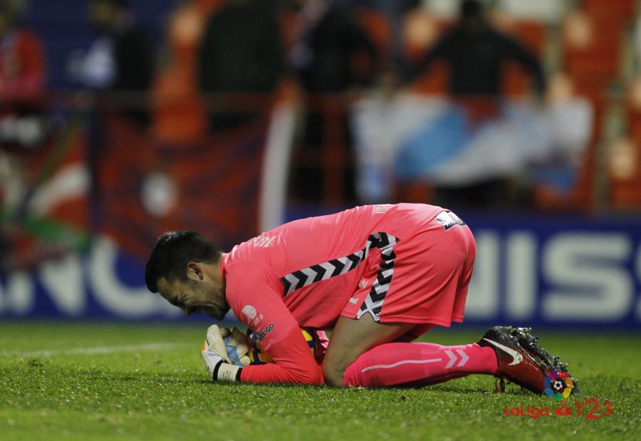 Juan Carlos ataja un balón en el partido de la primera vuelta   Foto. LaLiga.