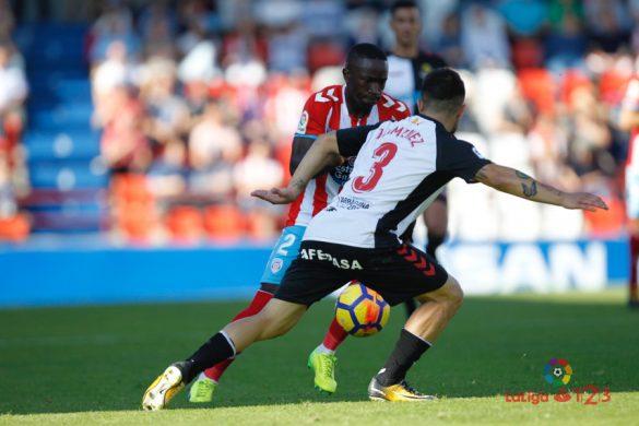 Leuko encara a un rival no partido da primeira volta | Foto: CD Lugo.