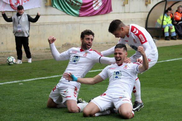 Los jugadores de la Cultural celebran un gol. | Foto: Peio García (Leonoticias).