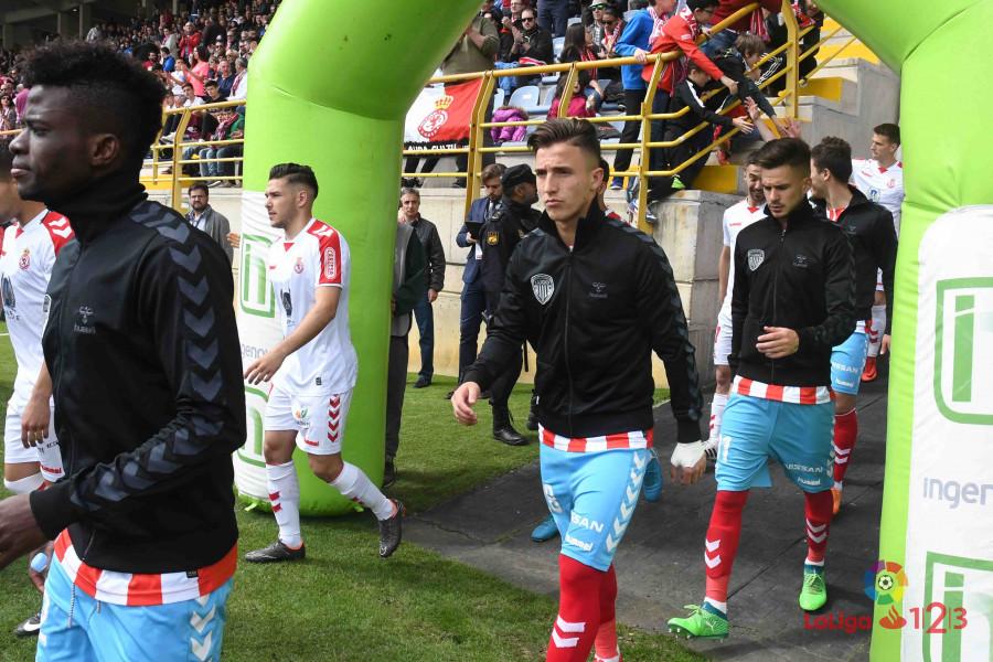 Los jugadores del CD Lugo, saliendo al Reino de León antes del duelo | Foto: LaLiga.