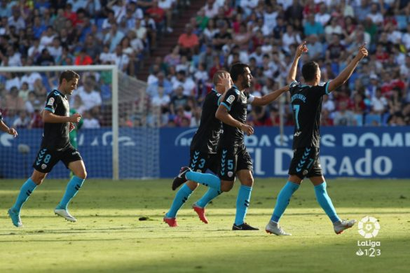 Los jugadores del CD Lugo celebran el golazo de Pita en La Romareda | Foto: LaLiga.