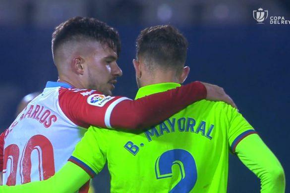 José Carlos (CD Lugo) y Borja Mayoral (Levante UD), se abrazan tras el partido de Copa del Rey | Fotograma.