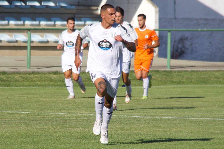 Alberto Rodríguez en el CD Lugo, de blanco en pretemporada