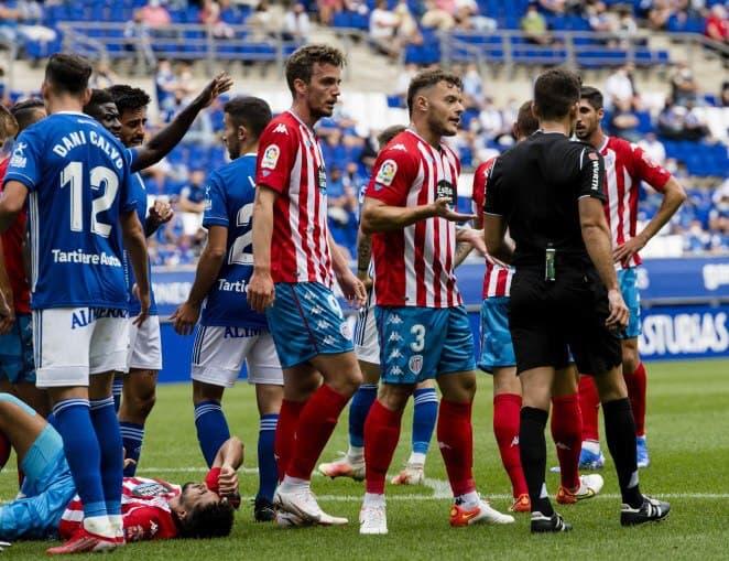 Momento de pelea entre el Oviedo y CD Lugo opinión Lugoslavia