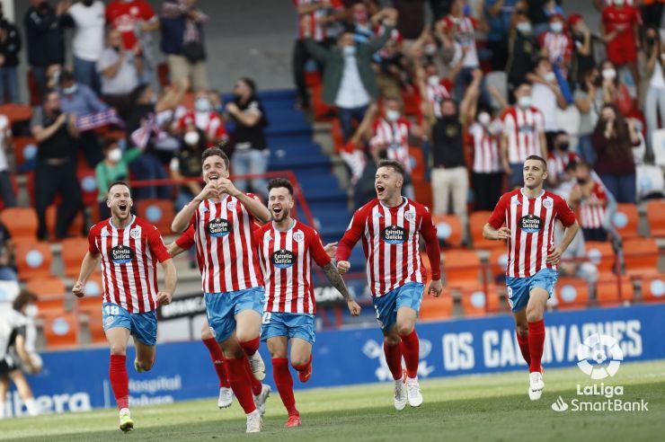 Celebración del equipo del gol de Barreiro. Lugoslavia.